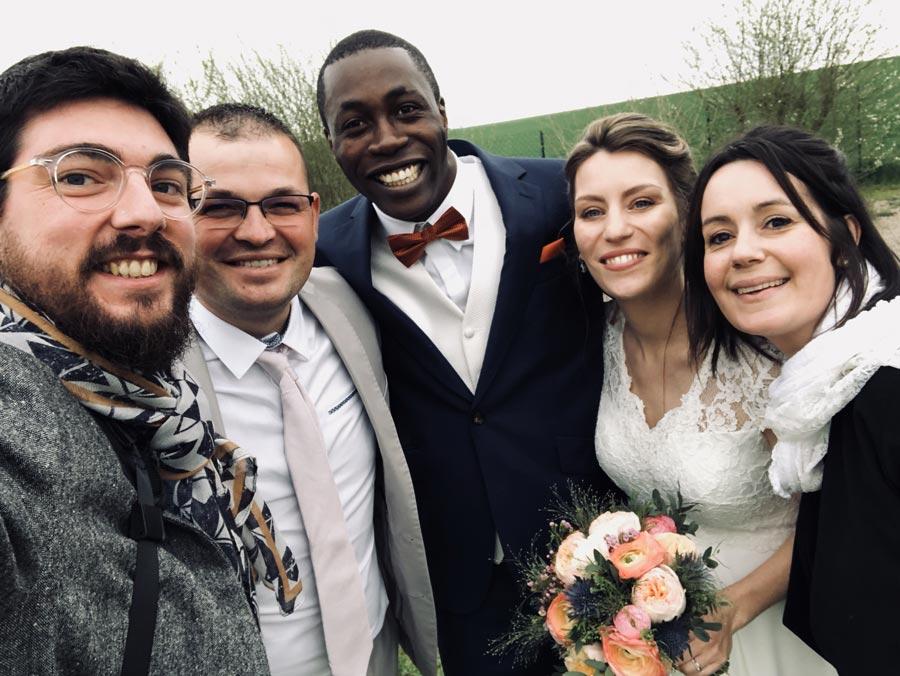 backstage photographe titouan mariage selfie groupe