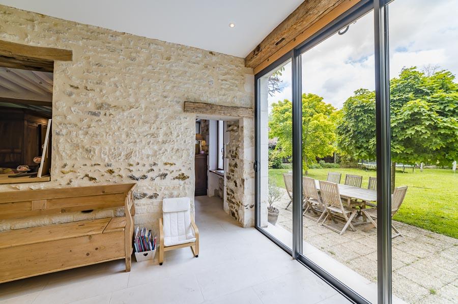 Photos immobilier : Une magnifique longère rénovée à Charbuy